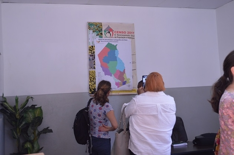 Census 2017 partners inquire about the maps in the Gaza offices. ©UNFPA Mozambique