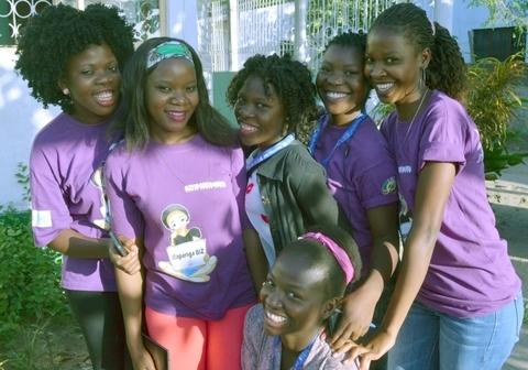 As mentoras da Rapariga Biz reuniram-se para a sessão mensal em Quelimane, província da Zambezia. UNFPA Moçambique Helene Christensen