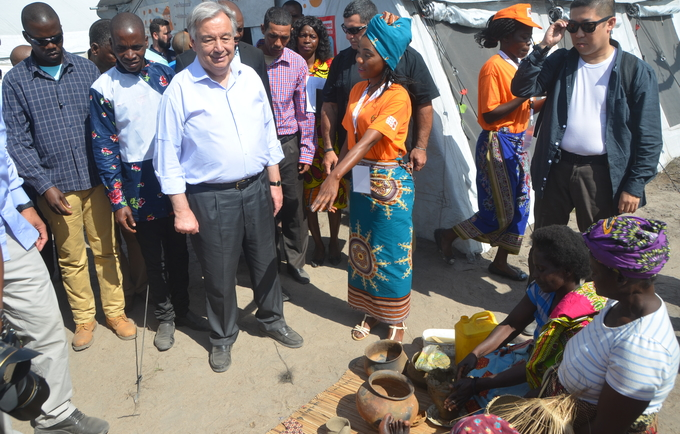 Secretary-General visits the Women-Friendly Space in a Resettlement Center ©UNFPA Moçambique/Alex Muianga
