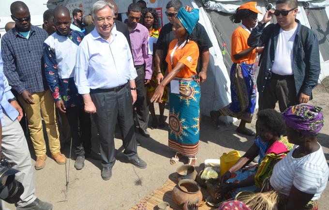 Secretário-geral visita o Espaço Amigo da Mulher e Rapariga em centro de reassentamento ©UNFPA Moçambique/Alex Muianga
