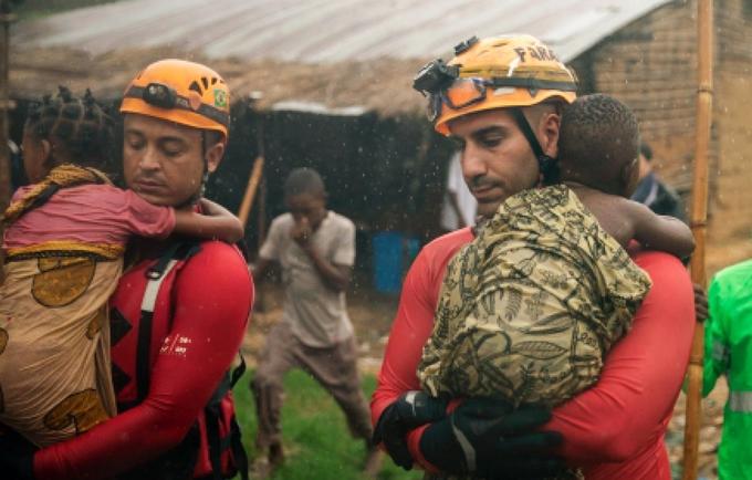 Bombeiros brasileiros em operação de busca e salvamento em Pemba - Foto - Bombeiros do Brasil